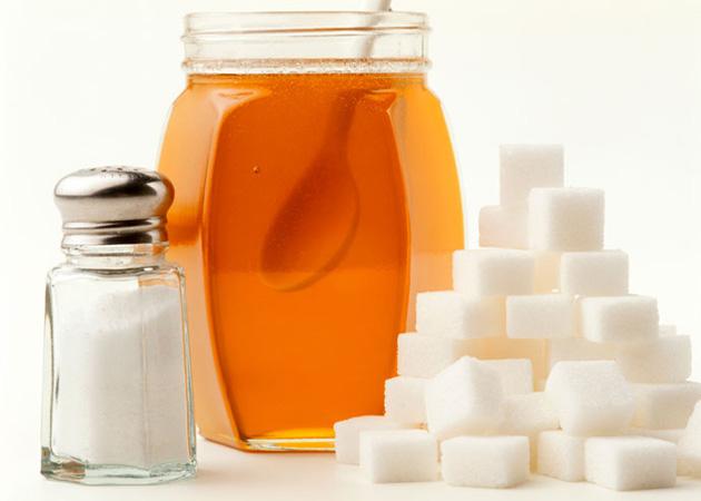 Что лучше  мед или сахар