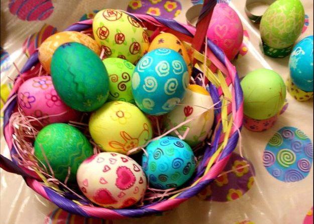 -яйца-2-625x445-1 Как и чем покрасить яйца на пасху 2019 — лучшие способы покраски и украшения яиц в домашних условиях