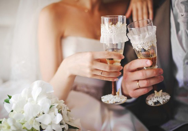svadebnie_stakani_2 Как украсить свадебные бокалы своими руками