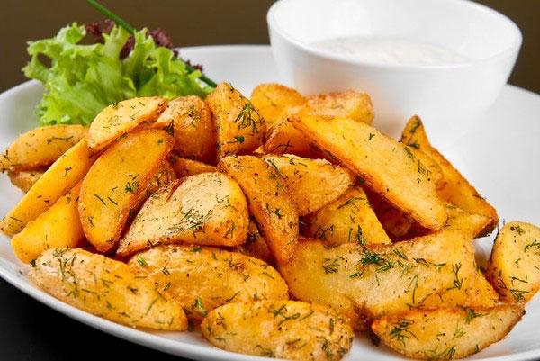 Картофель запеченный в духовке – 12 самых вкусных рецептов картошки