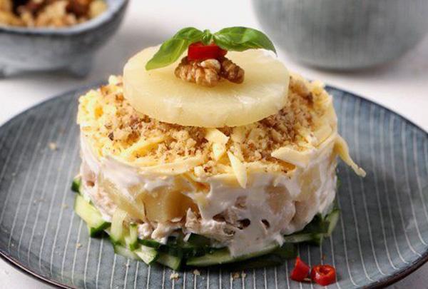 Салат с ананасом консервированным – 12 лучших рецептов