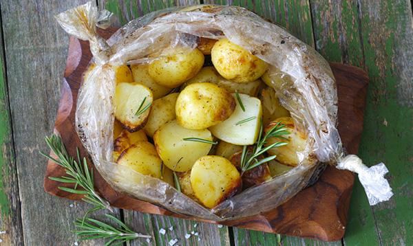Картошка в рукаве для запекания в духовке – 8 пошаговых рецептов