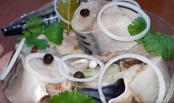 Как засолить скумбрию дома - рецепт с пошаговыми фото