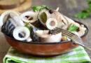 Как солить скумбрию в домашних условиях быстро и вкусно: рецепты соленой рыбы целиком и кусочками